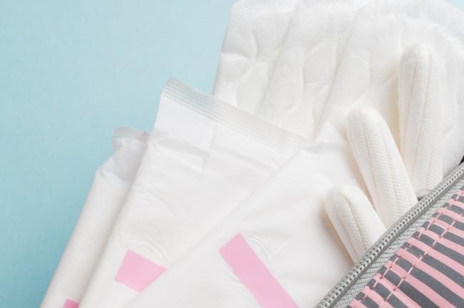초경을 시작한 여성들이 한 달에 한 번, 많게는 두 번 이상 사용하는 위생용품들. 가장 흔한 패드형 생리대가 있고, 삽입형 생리대나 팬티라이너같은 제품도 있다. - GIB 제공